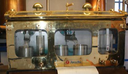 Spirit safe da Kilchoman – Utilizado para separar os escoamentos do destilado